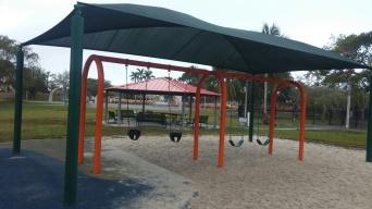 4 Swing & Lago Mar Park