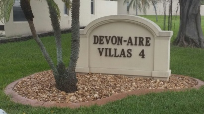 Devon-Aire Community Entrance